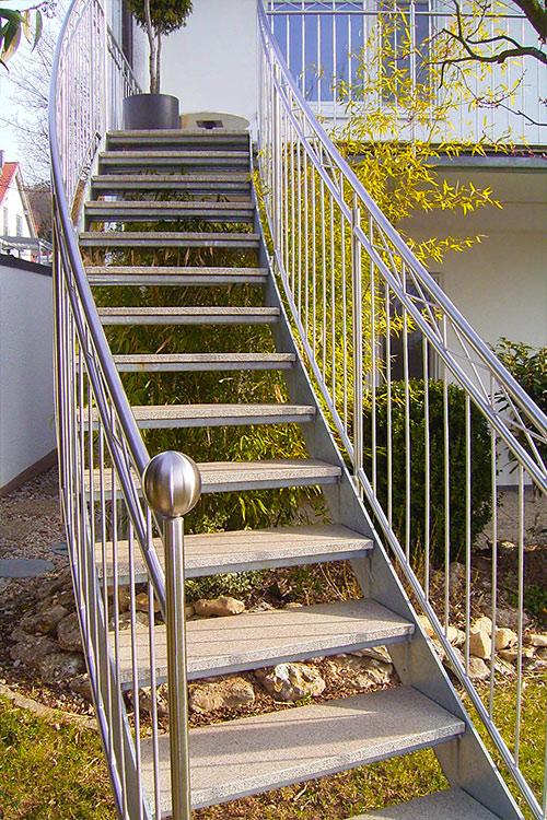 mineralit freitragende Treppenstufen aus Mineralguss