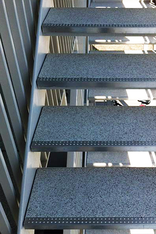 mineralit-Treppenstufen-mit-Antrittskante