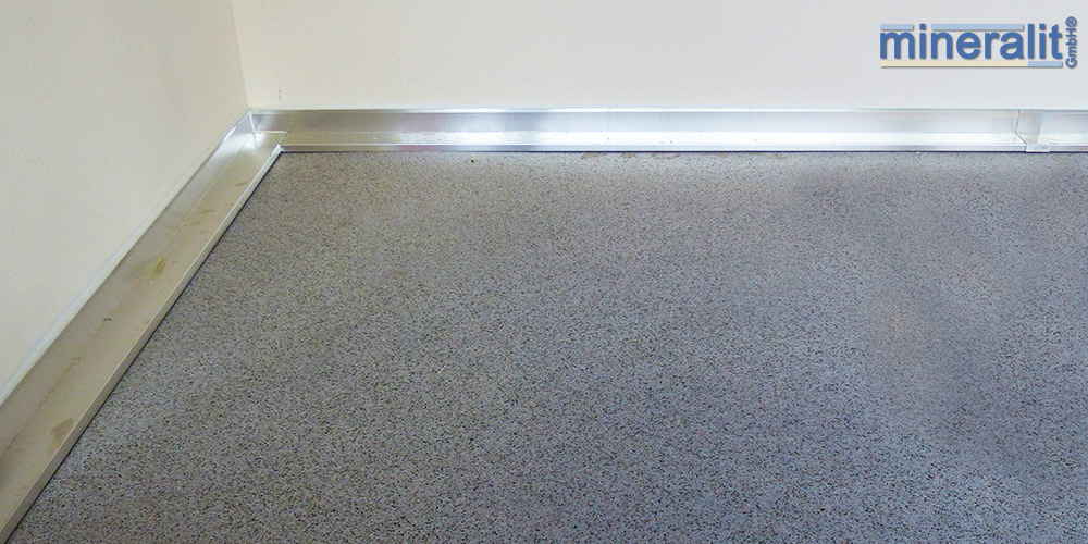 mineralit-Wandanschluss-Balkonbodenplatten-aus-Polymerbeton