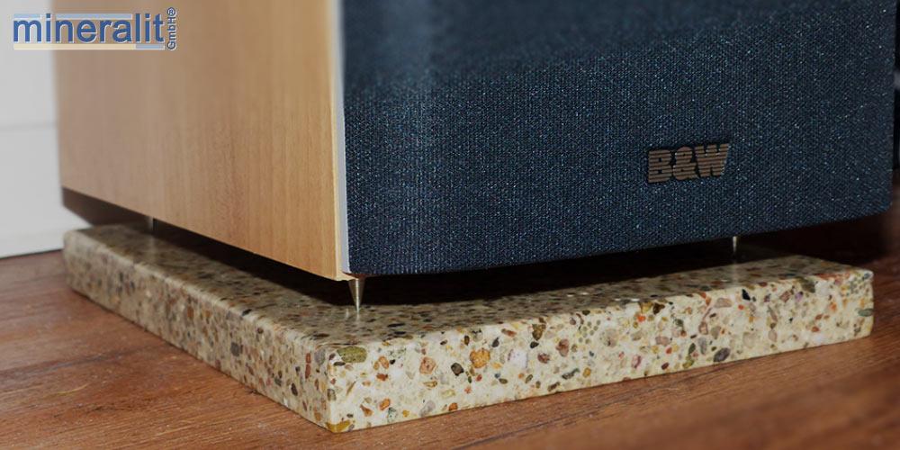 Lautsprecherunterlage-aus-mineralit