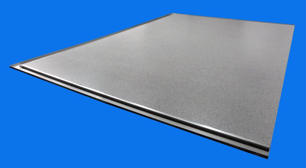 großformatige freitragende Balkonplatte aus Polymerbeton