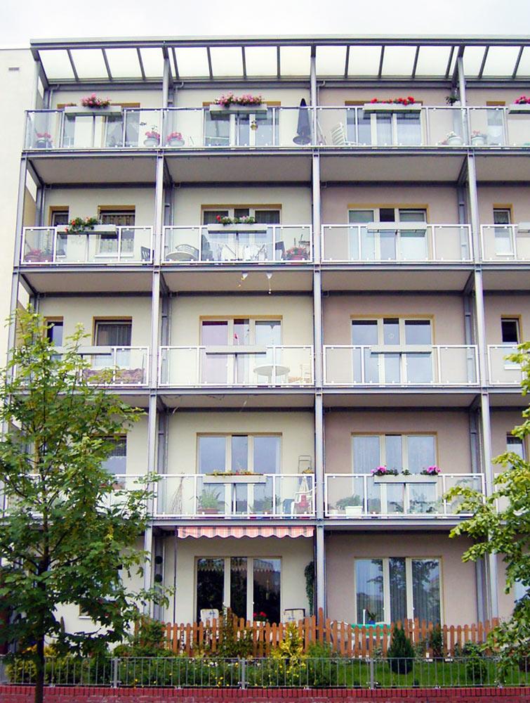 Balkon-Lösungen-aus-freitragenden-mineralit-Balkonplatten