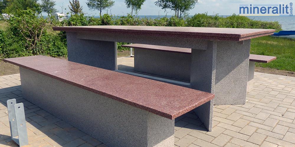verschleißfeste-Sitzecke-für-draußen-aus-mineralit