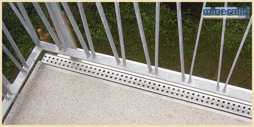 Balkonentwässerung mit angegossener Edelstahlrinne