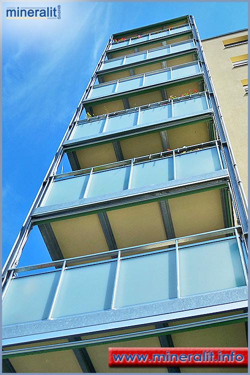 vorgesetzte Balkone mit Balkonplatten aus Polymerbeton