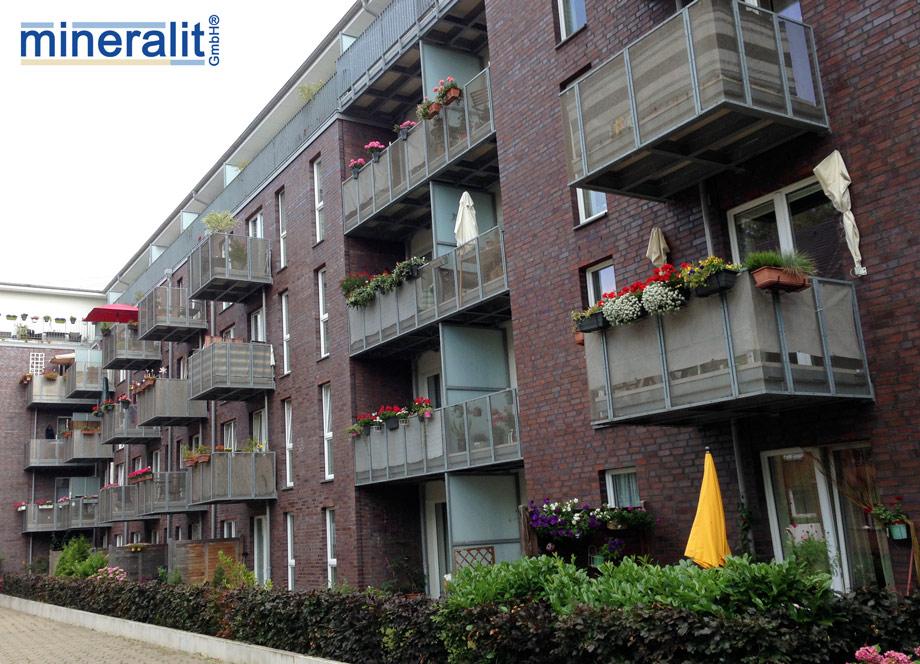 Balkonanlage mit großformatigen dünnwandigen Balkonplatten aus Polymerbeton