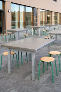 Tischplatte mit umlaufendem Edelstahlrahmen