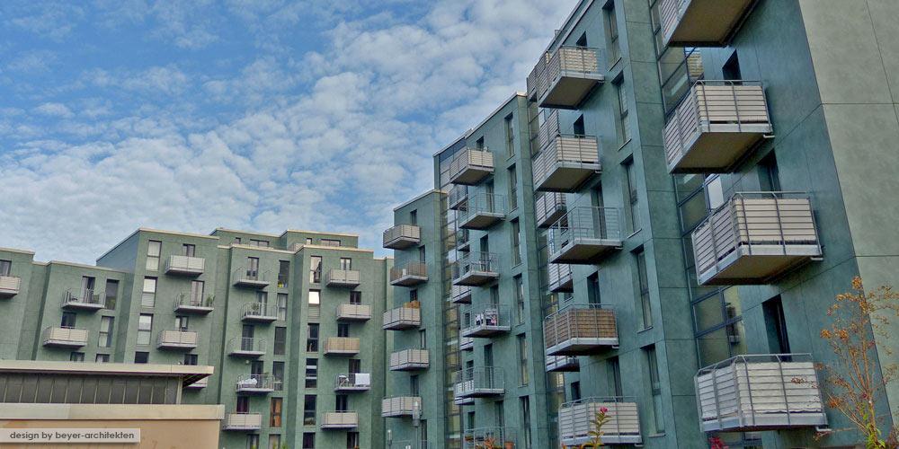 Balkone mit freitragenden Plattenelementen aus Mineralit