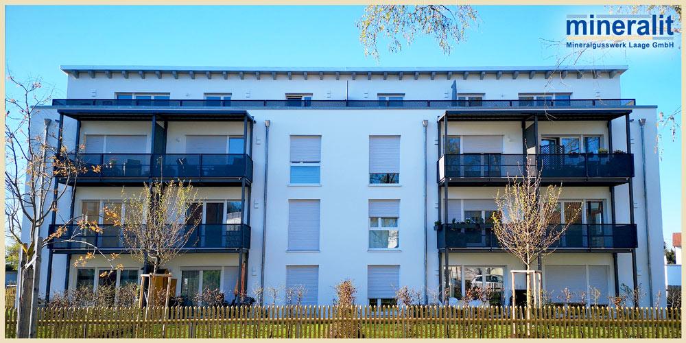 Balkonanlage-mit-freitragenden-Balkonplatten-aus-Polymerbeton