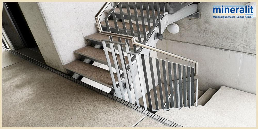 Mineralit-Laubengang-mit-Treppenstufen-und-Podestplatten