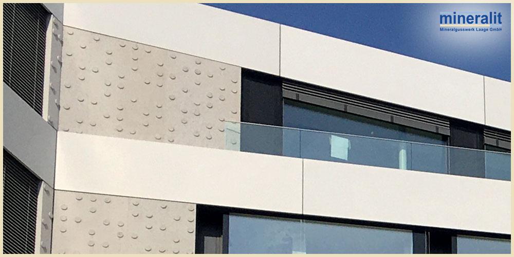 großformatige Fassadenelemente aus Polymerbeton